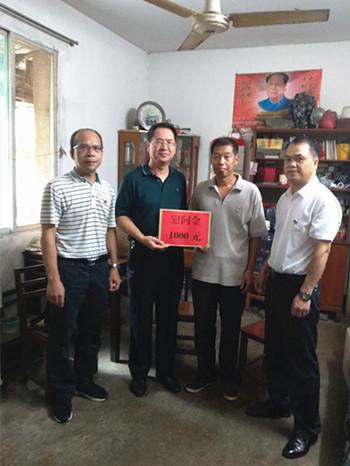 集团公司党委组织开展慰问困难党员活动