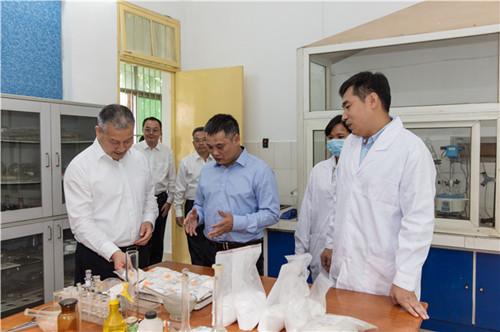 自治区政府副主席邹展业到化工院走访调研