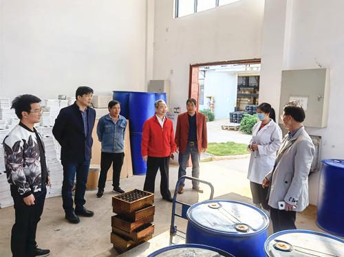 化工院公司领导班子新春上班首日走访慰问员工